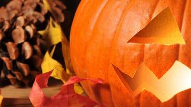Carve a pumpkin in Photoshop
