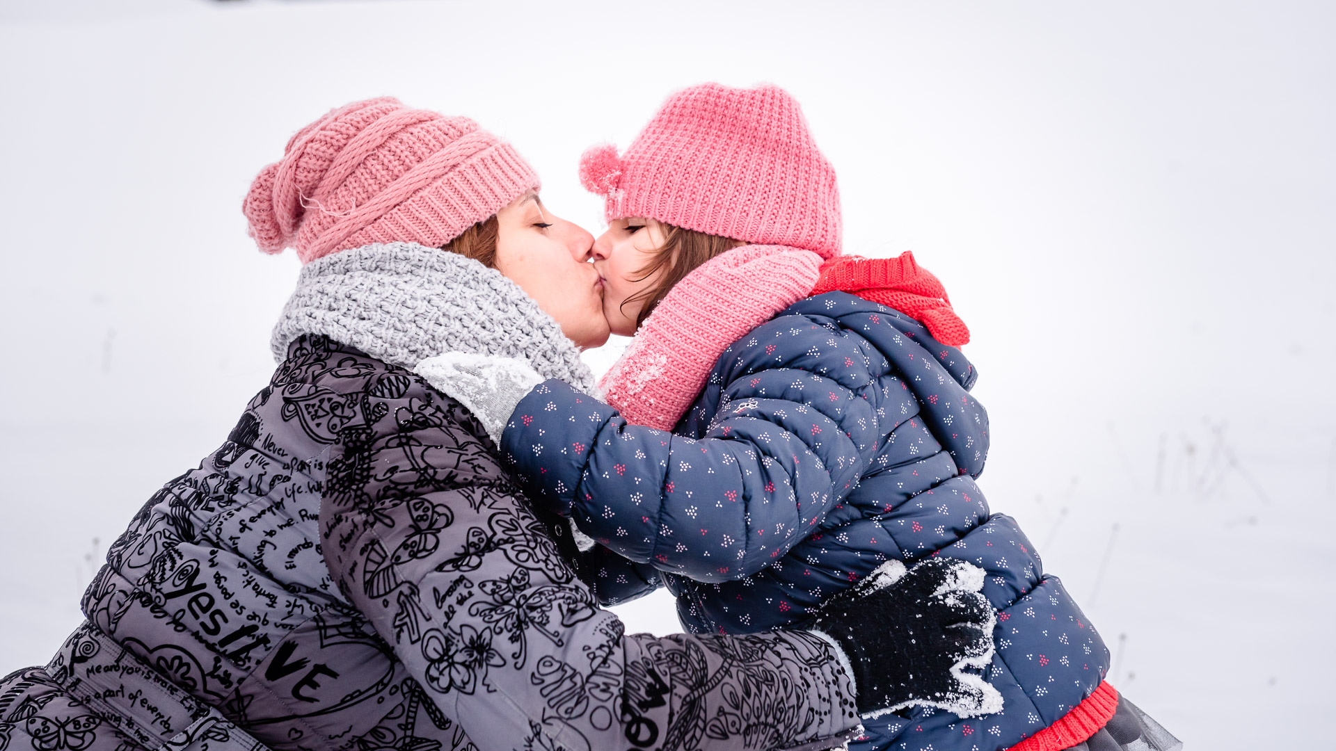 snow, mother daughter, child, pink hat, kiss, hug