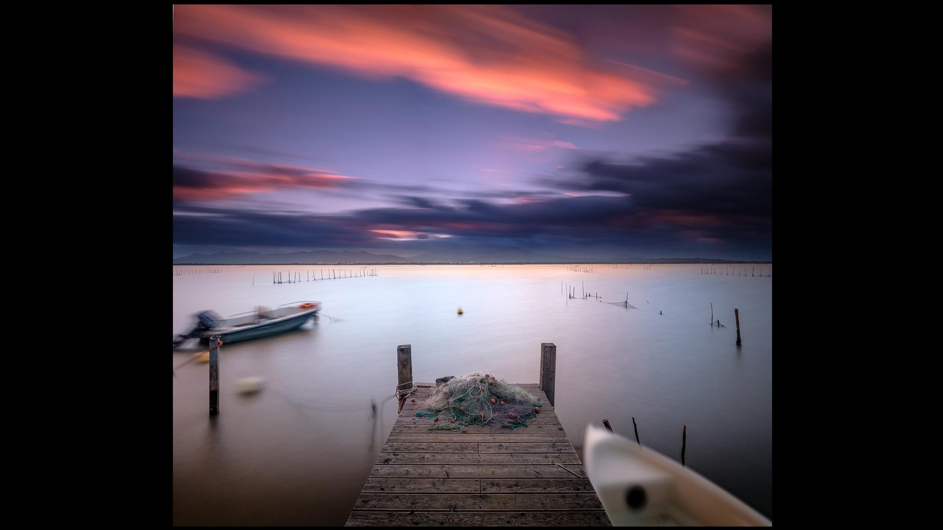 Outdoor   Photographer: Davide IbizaCurator: Rob Sylvan