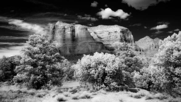 infrared_courthouse_butte_1420554_2560p