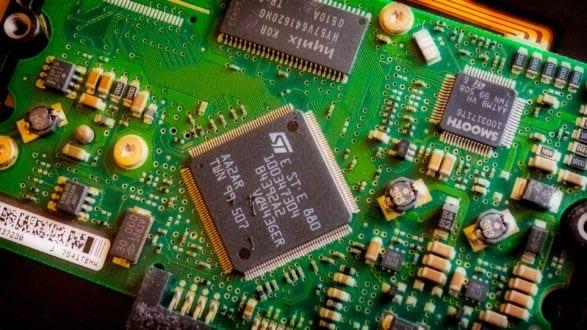 hard_drive_board_P1222373_2560p