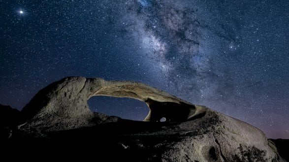6341_kenlee_ojo-oro-arch_200517_0222_earth134sf25iso400_sky20stacked15sf25iso4000-landscape-looking-south_milkyway-2560x1440px-PHOTOFOCUS-HEADER-USE-THIS-ONE