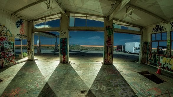 0998_kenlee_arizona-and-nevada_190715_0127_72sf8iso800_fisheye_twoguns-gasstationinterior_PHOTOFOCUS HEADER 2560x1440px