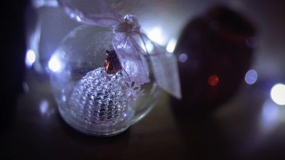 3794_kenlee_slenesbaby-Christmas-lights_201214_2146_1-30thsf35iso3200_lensbaby-blur-Christmas-Photofocus HEADER