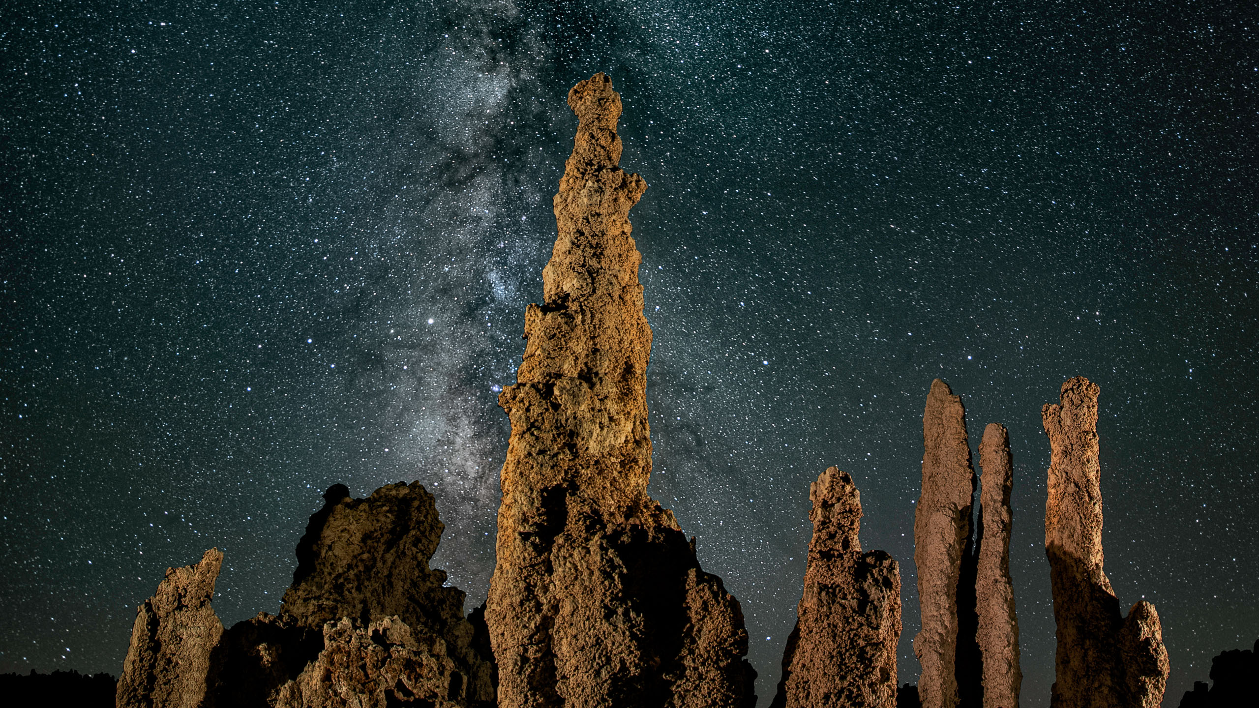 1358_kenlee_mono-lake_180614_0312_fore2mf8iso400_30stacked-15sf28ISO8000_long-tufa_2021-03 keystoning_2560x1440px HEADER PHOTOFOCUS