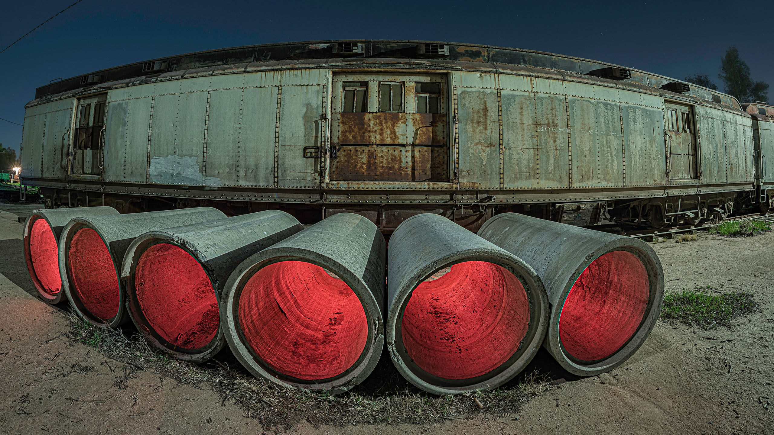 7717_kenlee_southerncaliforniarailwaymuseum_210328_0002_56sf8iso200_fisheye_cementpipes-train-red HEADER PHOTOFOCUS