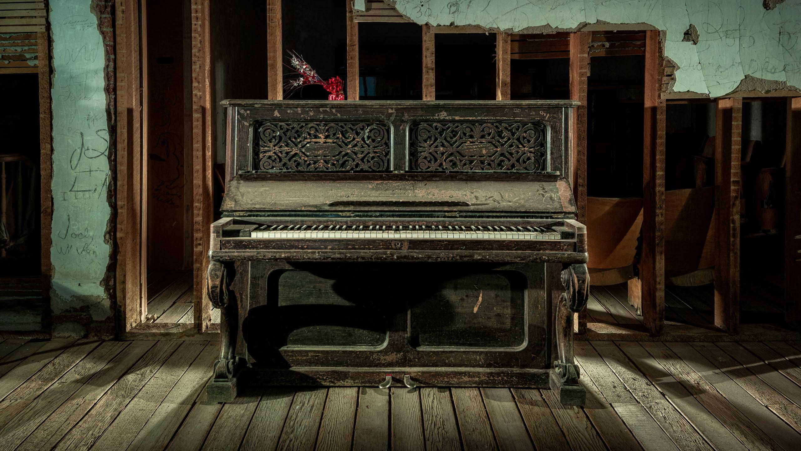 4194_kenlee_arizona-and-nevada_190718_2137_1mf8iso200_belmont-piano-straight 2650x1440px HEADER PHOTOFOCUS