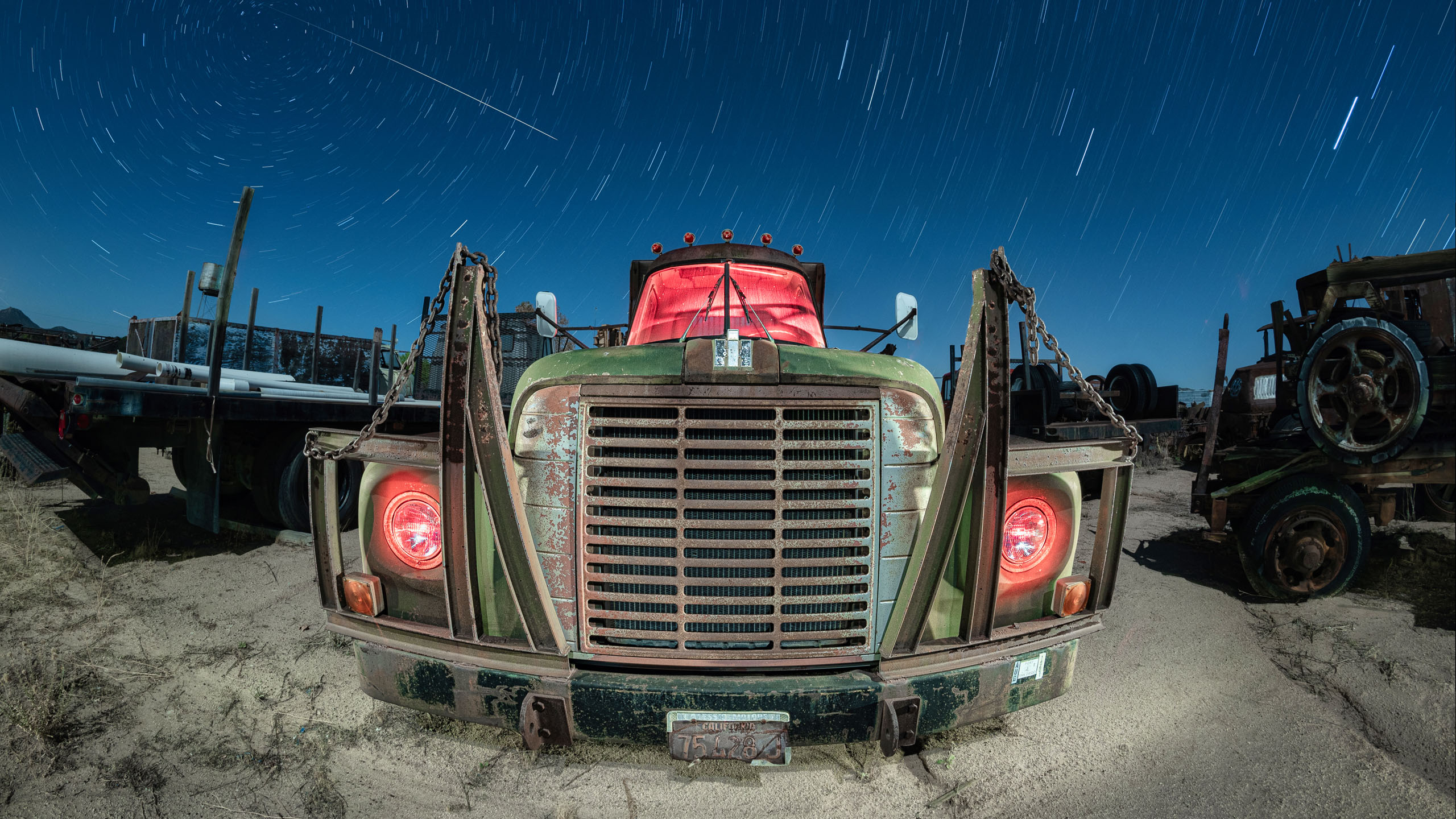 7451_kenlee_motor-transport-museum_201126_0000_19pt8mtotal_149sf8iso250_fisheye_rinternational-loadstar-1600-truck-front-grill-red-brighter-straighter-HEADER-PHOTOFOCUS-2560X1440px