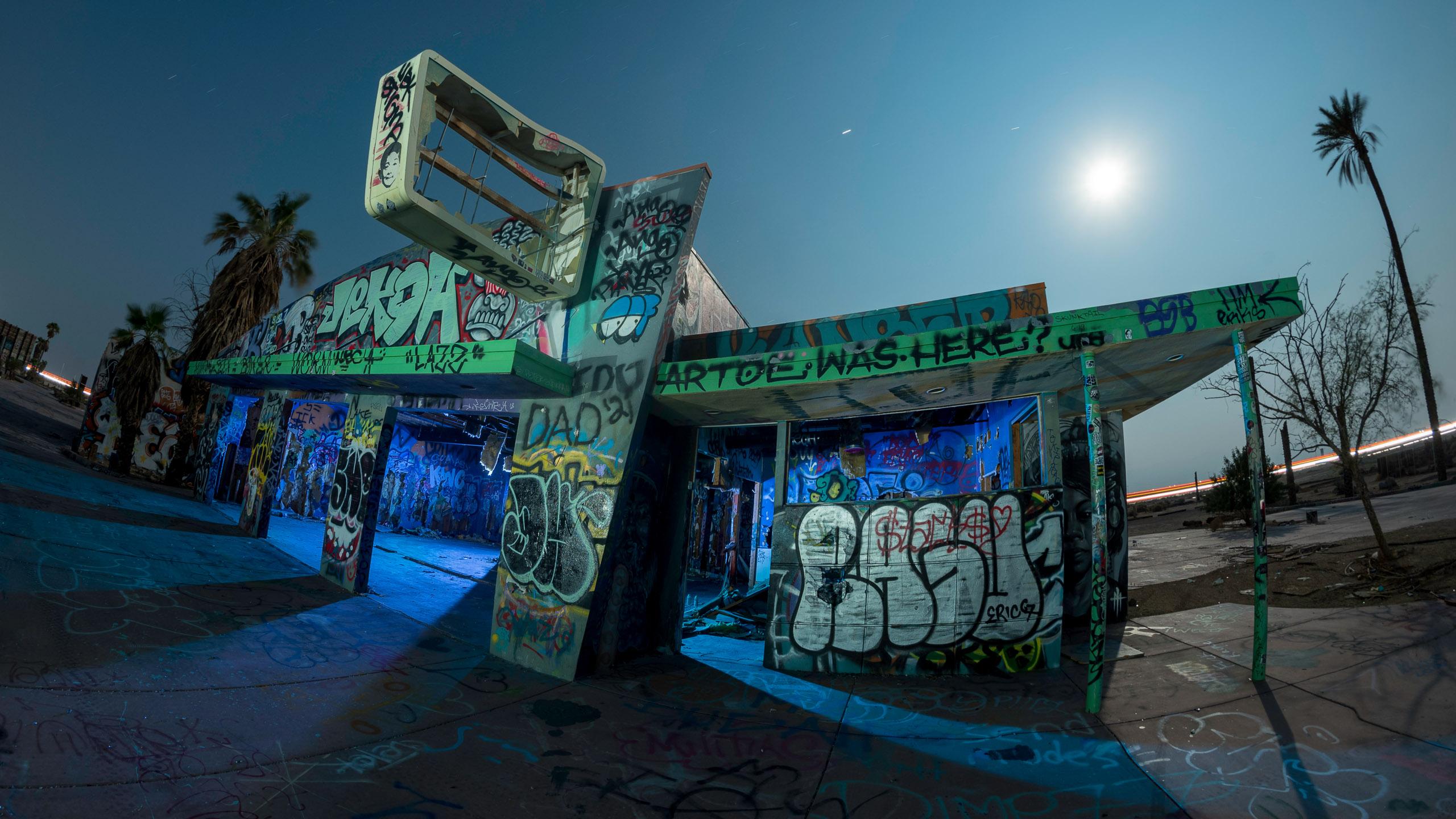 9619_kenlee_lake-dolores-waterpark_210820_0010_210sf8iso200_D750_arcade-building-blue-interior-fisheye-2560X1440PX-HEADER-PHOTOFOCUS_1600px-photofocus-sharpening